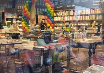 Een boekhandel met één boek
